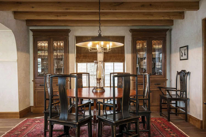 salle-a-manger-de-cottage-traditionnel-en-pierre