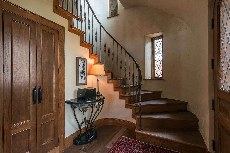 escalier-traditionnel-en-pierre