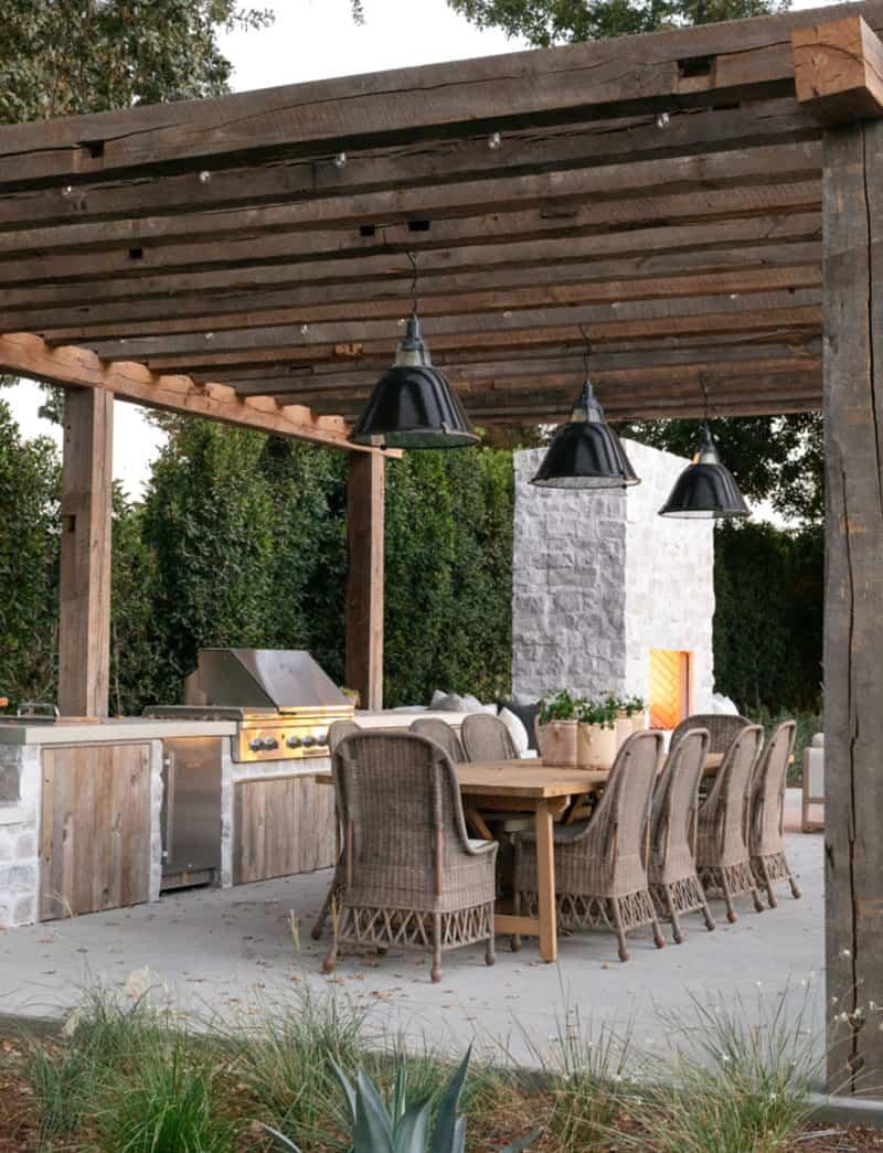 maison-patio-salle-a-manger-exterieur-style-cote-ouest