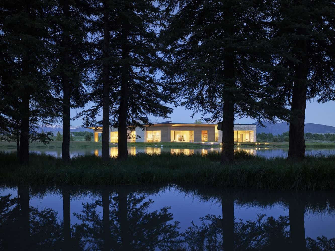 extérieur-maison-de-ranch-rustique-moderne