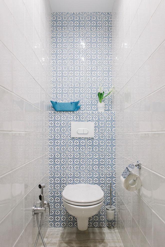 installation dans les toilettes