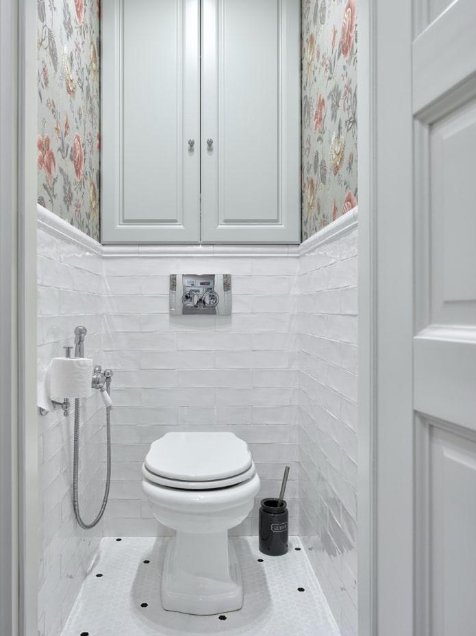 placard à l'intérieur des toilettes