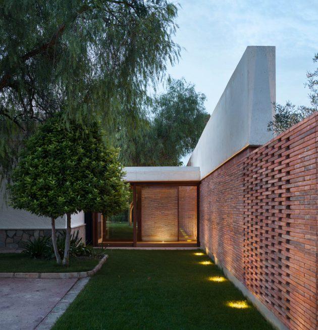 IV House by MESURA à Matola, Espagne