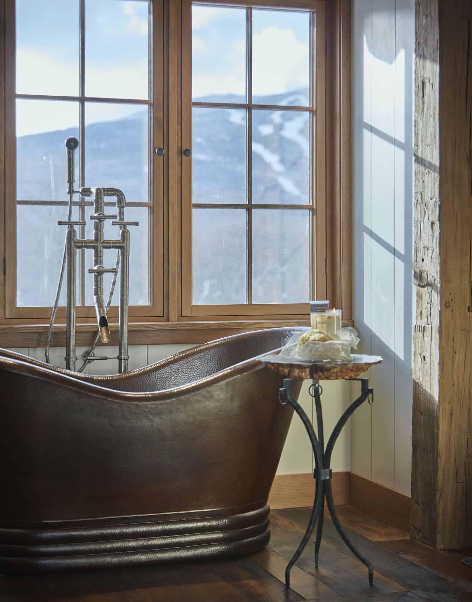 salle de bain-rustique-principale-baignoire-cuivre