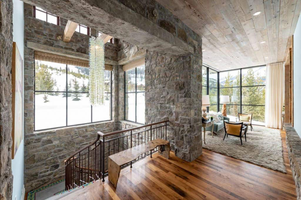 bureau-escalier-maison-de-ski-moderne