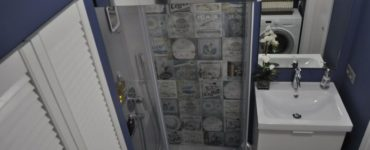 Маленькая ванная с душевым уголком 3 кв. м. в хрущевке
