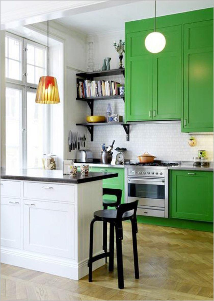 délectable-maison-petite-cuisine-blanche-schéma-intérieur-idées-équipé-sympathique-fascinant-vert-bois-cuisines-armoire-design-et-créative-étagère-murale-dans-le-coin-beau-plus- noir-en-bois-rond-se