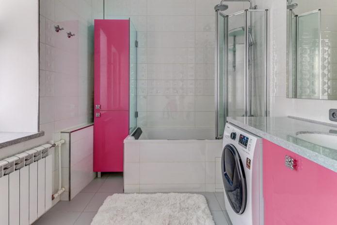 conception de salle de bain avec façades de meubles roses