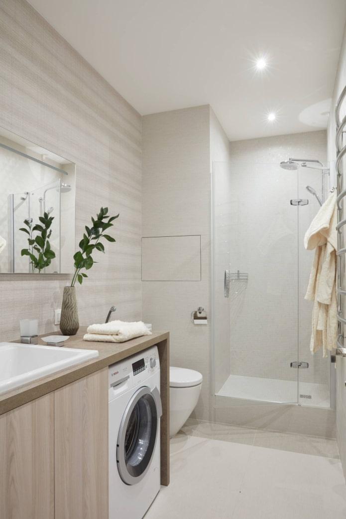 Une cabine dans une salle de bain lumineuse