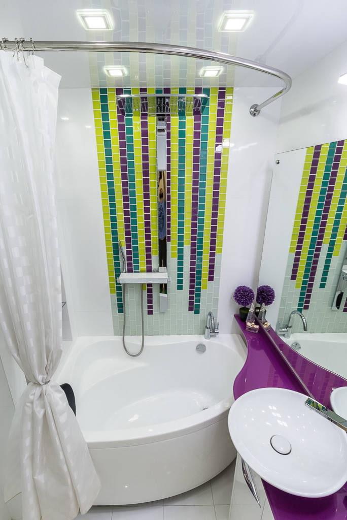 Baignoire d'angle avec douche