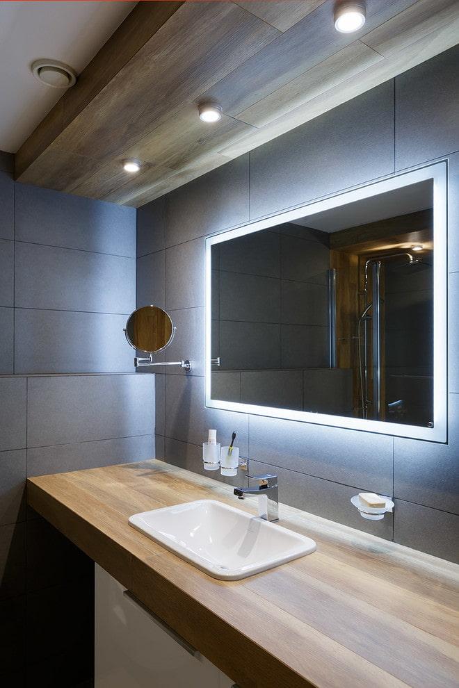 éclairage ponctuel à l'intérieur de la salle de bain