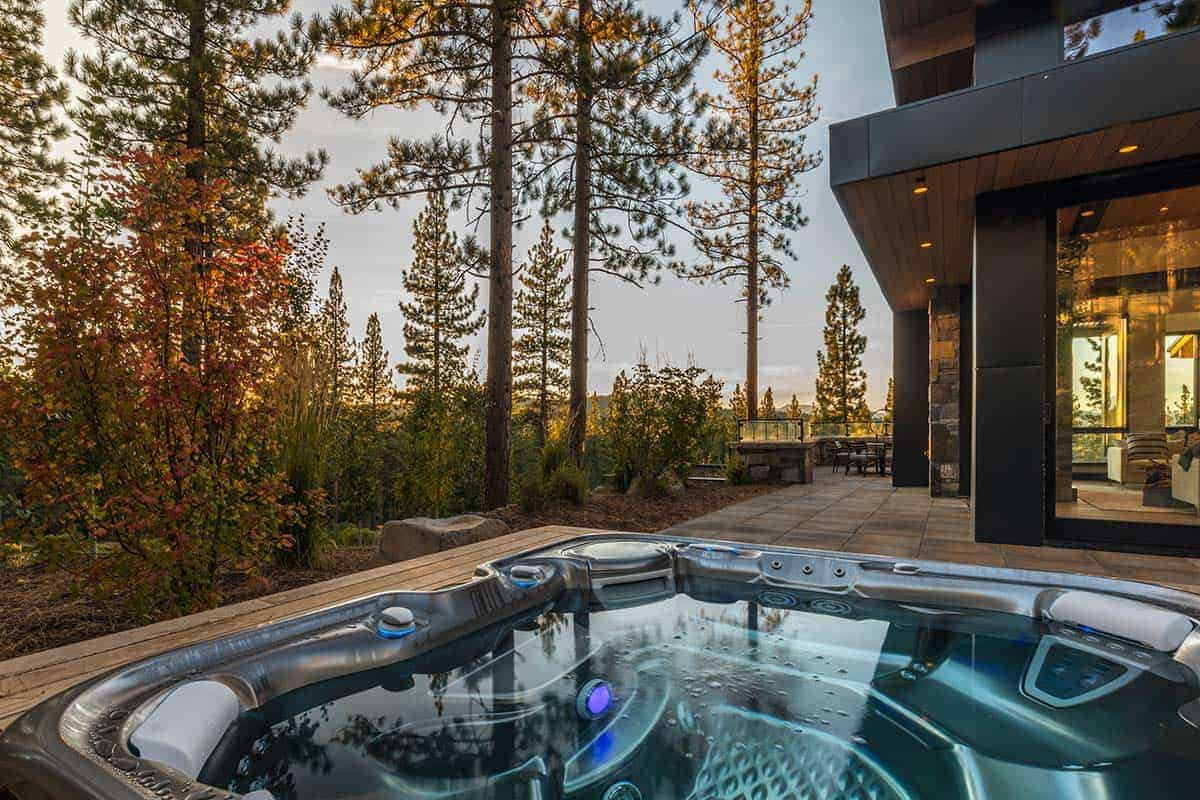 spa-terrasse-moderne-de-montagne