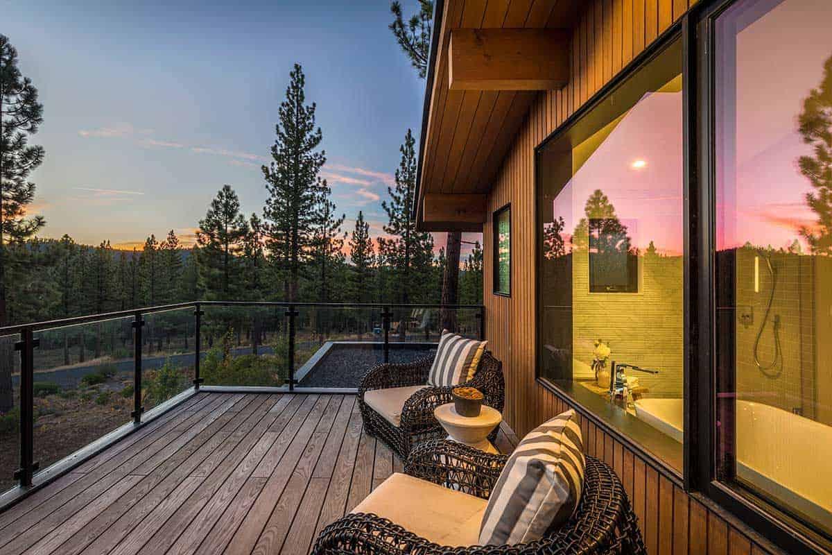patio-extérieur-maison-moderne-de-montagne
