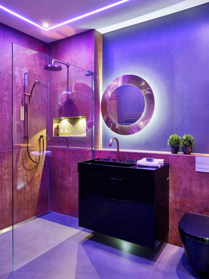 Salle de bain rétroéclairée noir et violet