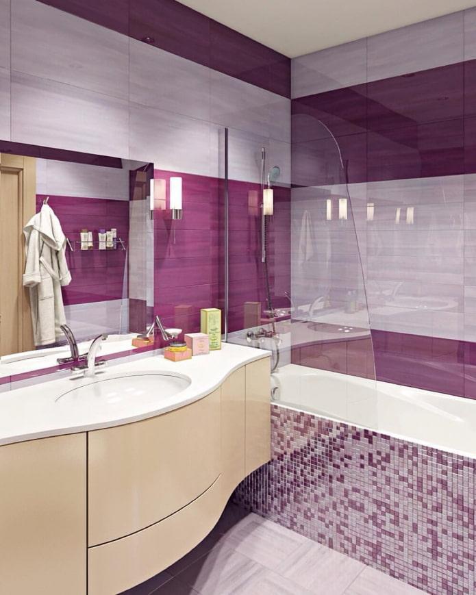 salle de bain carrelée de mosaïques