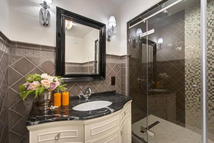 salle de bain avec éléments sombres