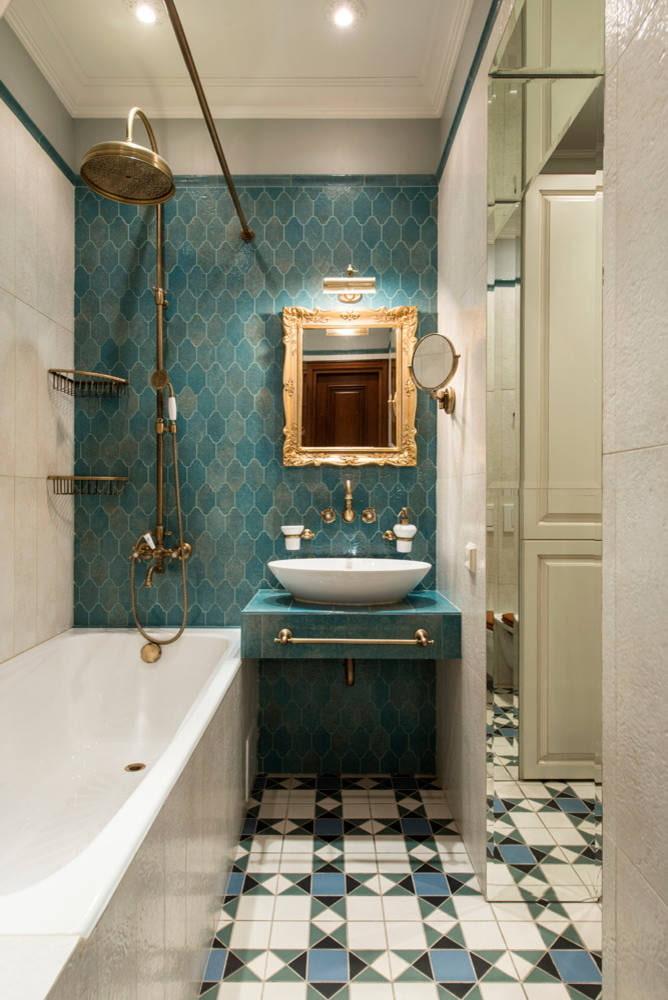 Salle de bain bleu classique