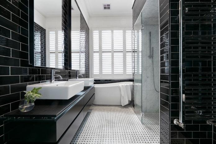 armoire noire dans la salle de bain