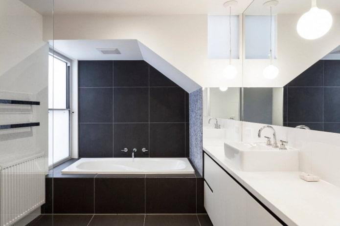 salle de bain noir et blanc avec niche