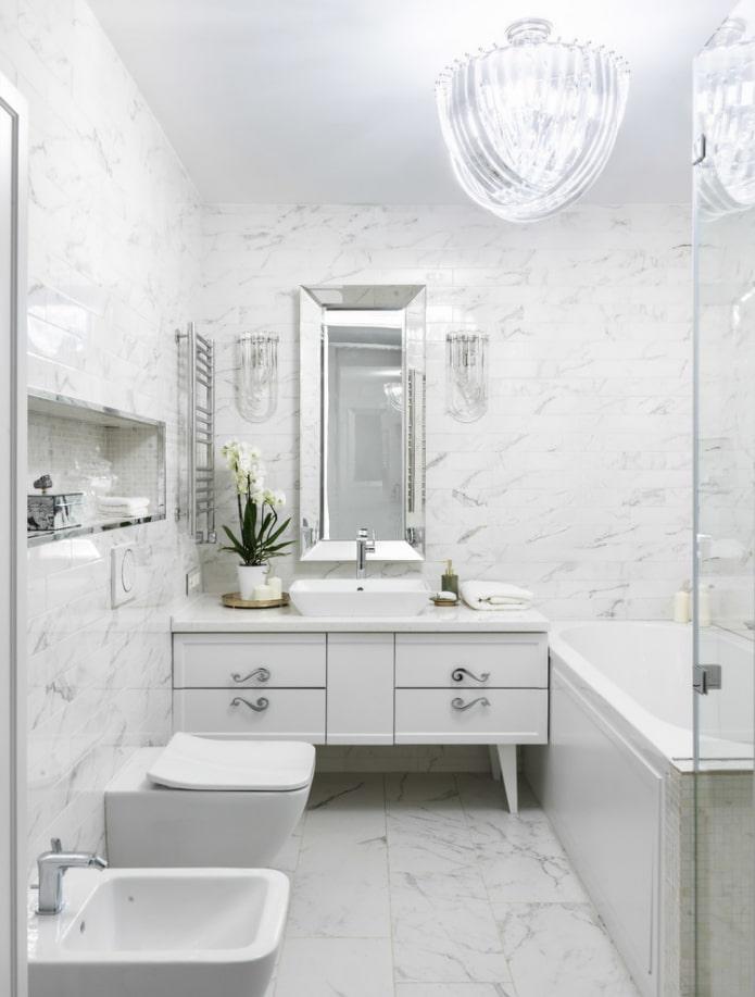 salle de bain blanche de style classique