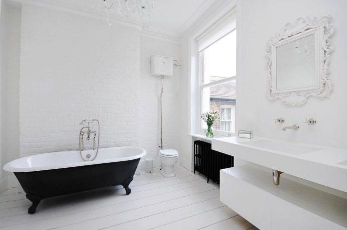 finition à l'intérieur de la salle de bain dans des tons blancs