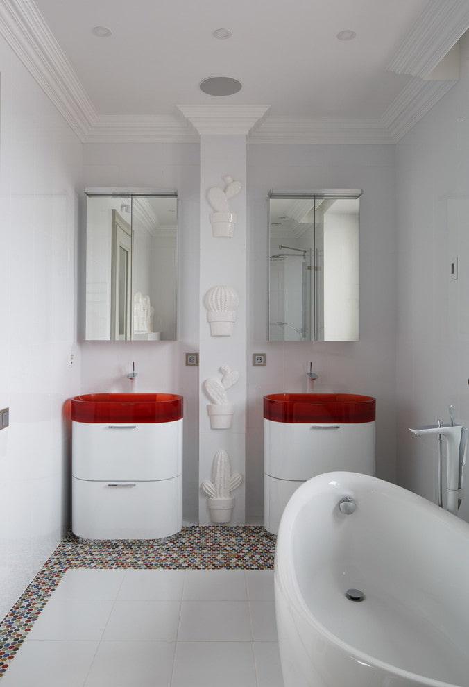 mobilier de l'intérieur de la salle de bain dans des tons blancs