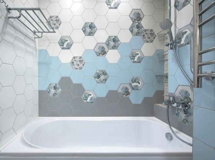 carrelage en nid d'abeille à l'intérieur de la salle de bain