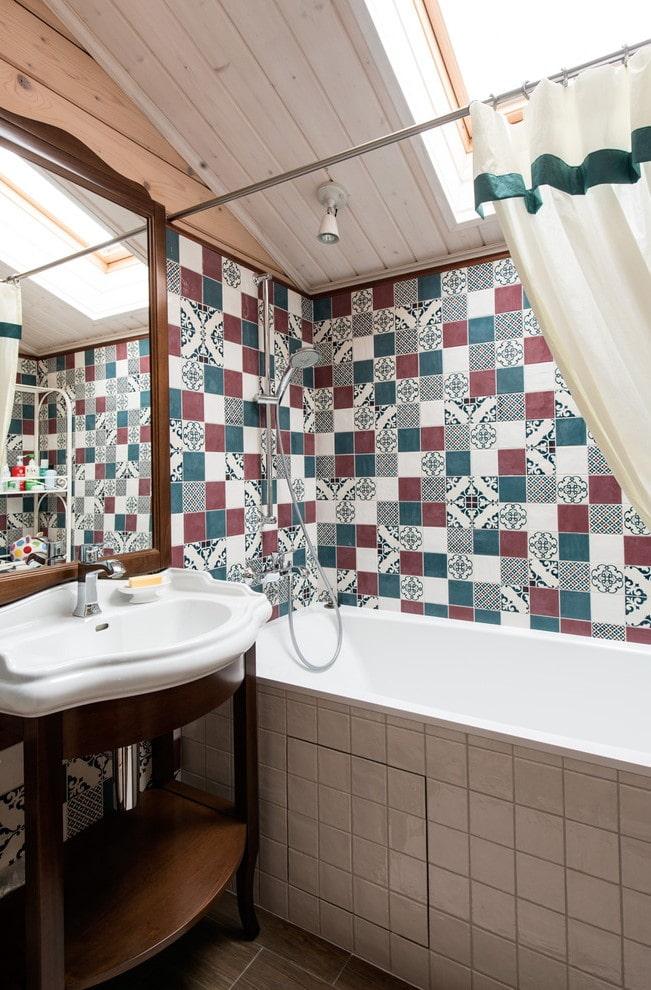 garniture de carreaux avec des carrés à l'intérieur de la salle de bain