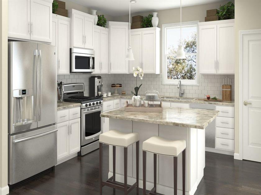 séduisante-contemporaine-maison-en-acier-inoxydable-cuisine-design-avec-armoire-de-cuisine-blanche-et-îlot-de-cuisine-le long-de-comptoir-en-marbre-blanc-et-deux-tabourets-blancs-plus-acier-inoxydable- réfrigérateur-avec-petit