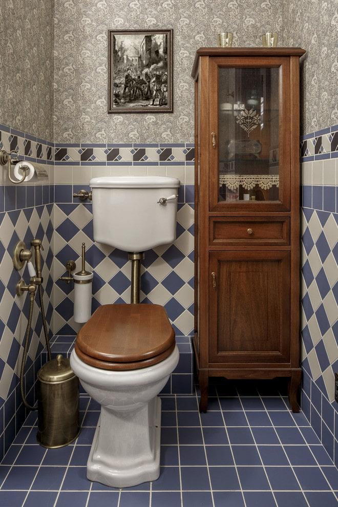 meuble bas à l'intérieur des toilettes