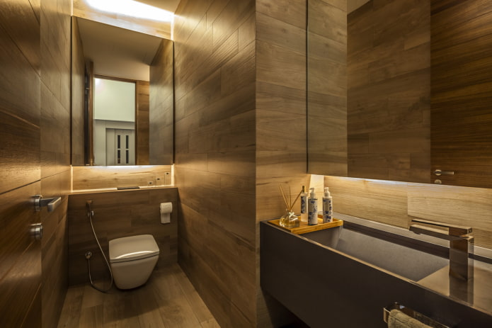 armoire au-dessus de l'installation à l'intérieur des toilettes
