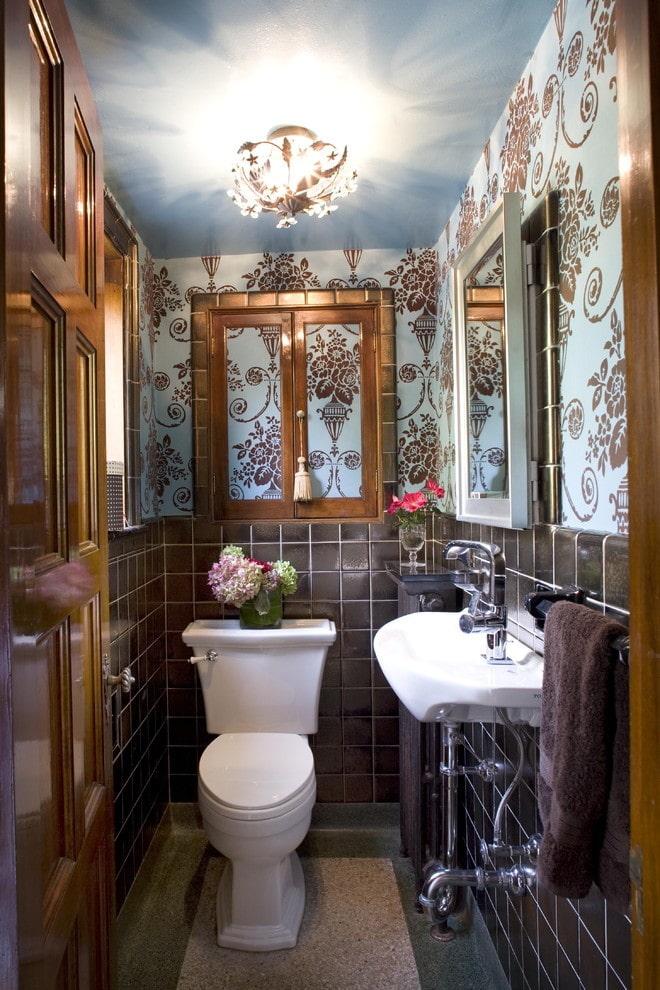 placard derrière les toilettes à l'intérieur des toilettes