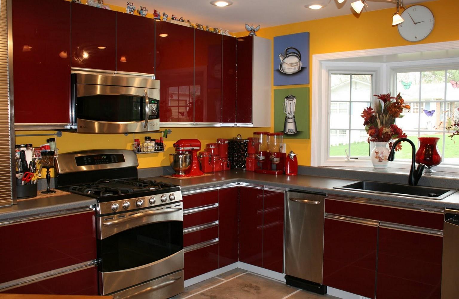 décoration de cuisine rouge et jaune