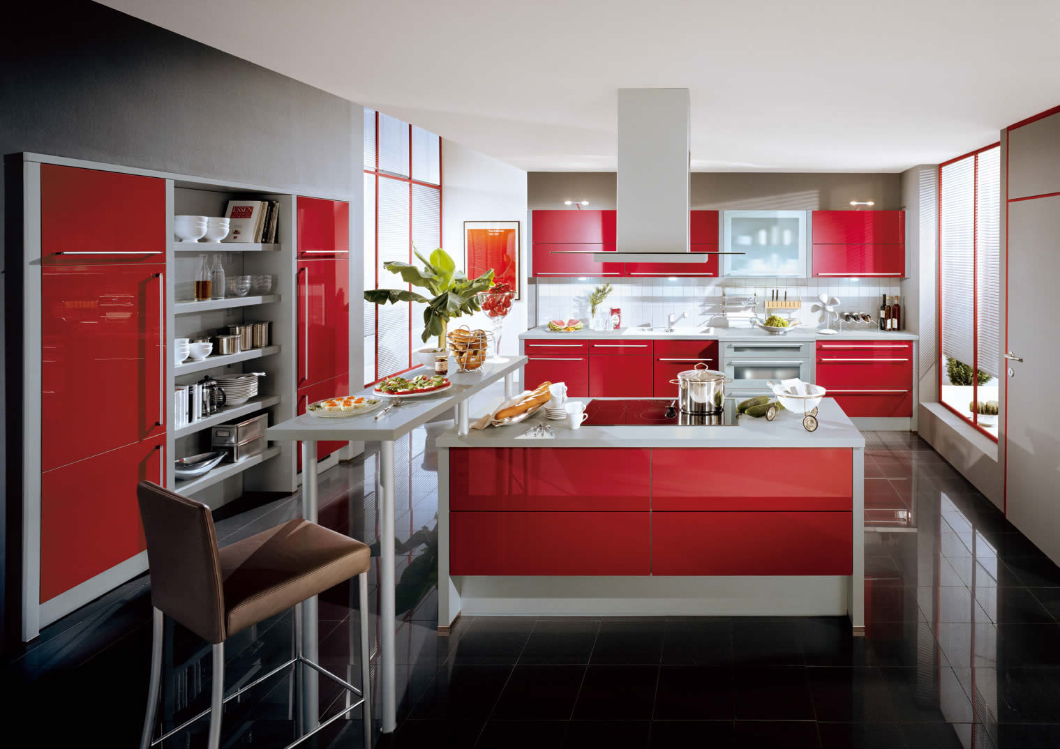 superbe-xeno-red-ultra-high-gloss-kitchen-cabinet-in-beautiful-kitchen-with-black-Ceramic-tiles-floor-and-gray-kitchen-bar-wonderful-high-gloss-kitchen-kitchen- idées-de-contemporaines