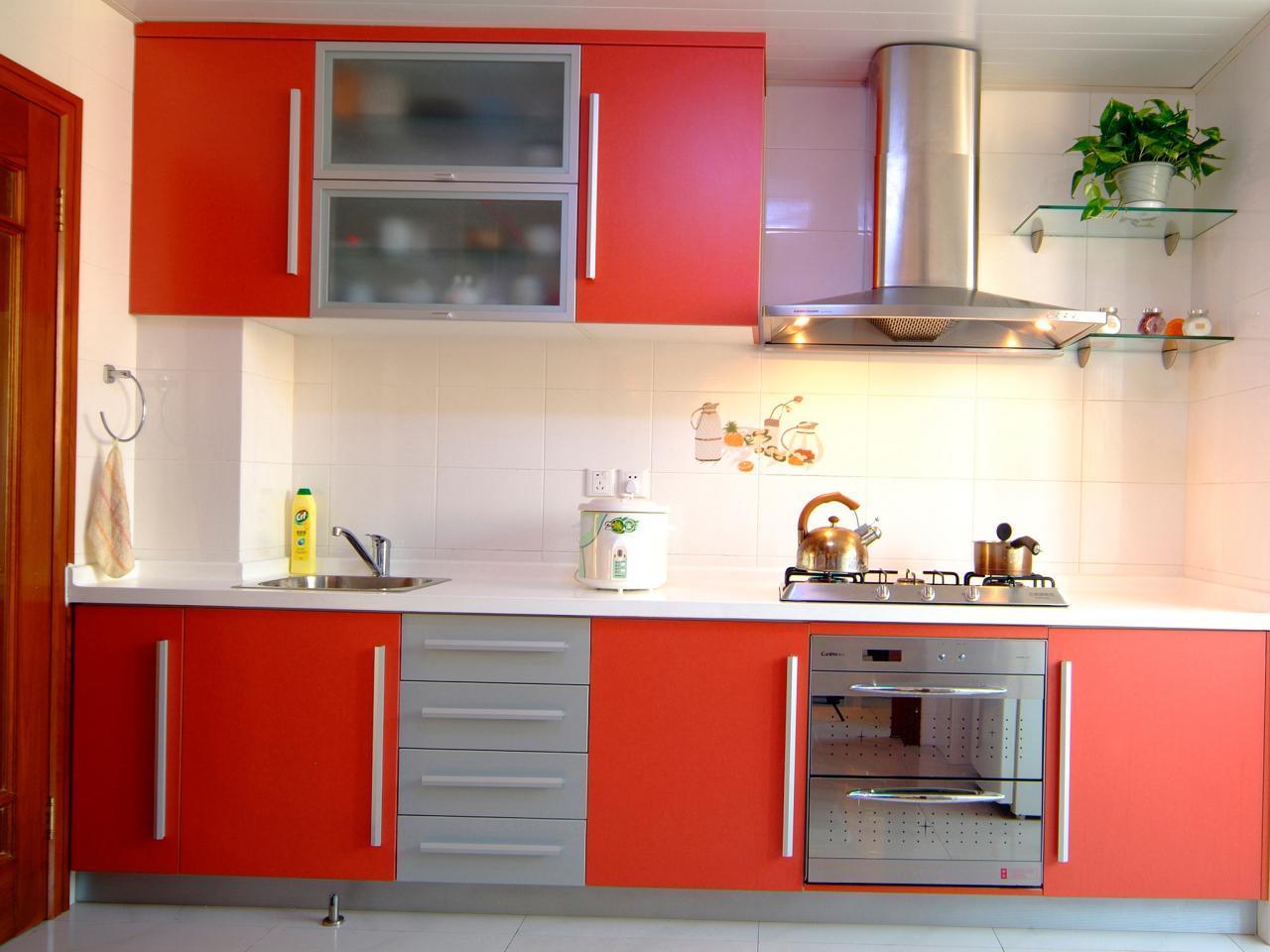 ts-80772277_red-armoires-de-cuisine_s4x3-jpg-rend-hgtvcom-1280-960