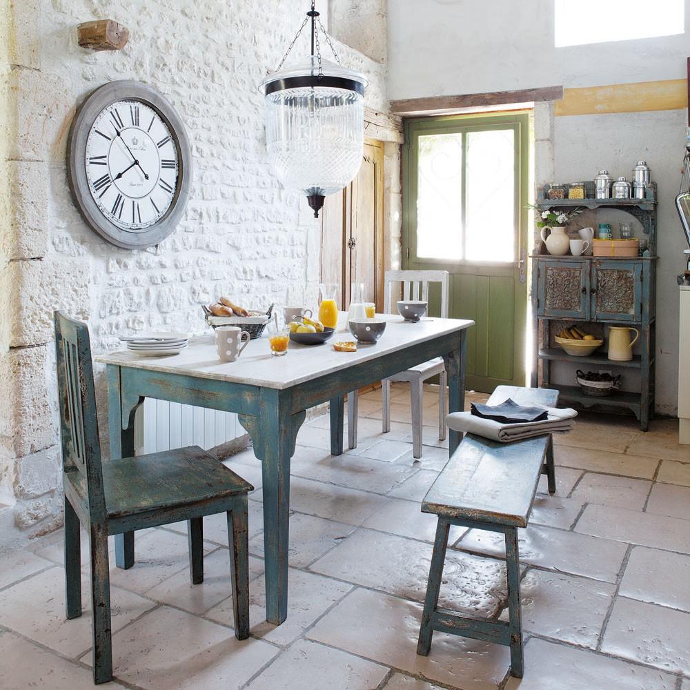 cuisine-murale-en-pierre-blanche-superposée-avec-carrelage-pierre-de-chaux-carre-cuisine-campagnarde-francaise-adorable-cuisine-contemporaine-francaise-campagnarde