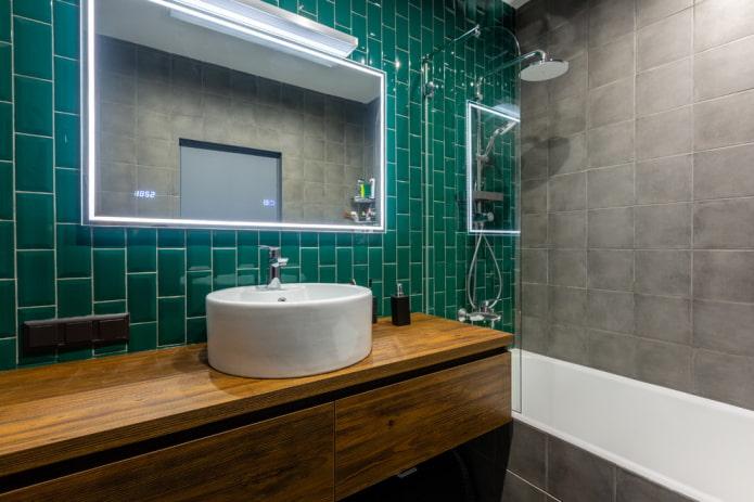 aménagement carrelé avec déport dans la salle de bain