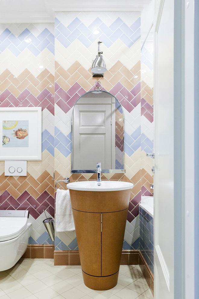 carrelage à chevrons dans la salle de bain