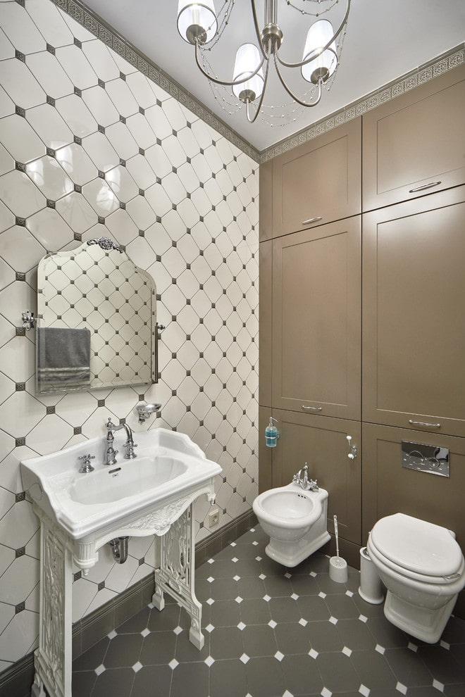 disposition carrelée à l'intérieur de la salle de bain