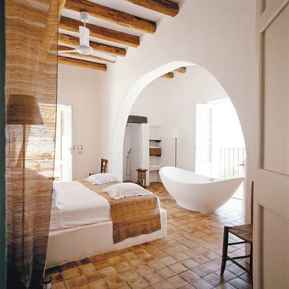 baignoire dans la chambre