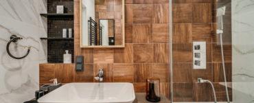 Плитка под дерево в ванной: дизайн, виды, сочетания, цвета, варианты облицовки и раскладки