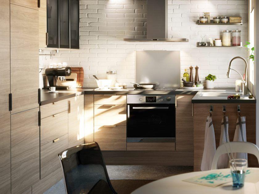 excellente-petite-cuisine-design-aménagement-maison-decoration-et-ameublement-style-ikea-cuisine-chambres-idees-avec-table-basse-ronde-aussi-murs-en-briques blanches-spacieux