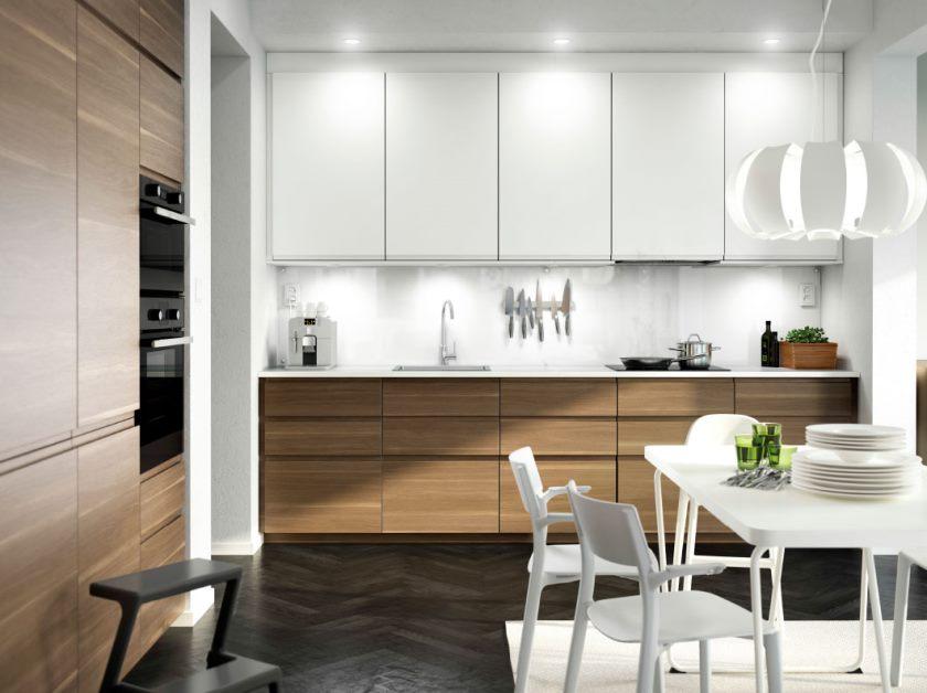 magnifique-petite-salle-a-manger-ikea-cuisine-design-comporte-belle-finition-blanche-armoires-de-cuisine-et-noir-simple-chevron-parquet-motif-parquet-bois-aussi-blanc-finition-rectangulaire- table-a-manger-aussi