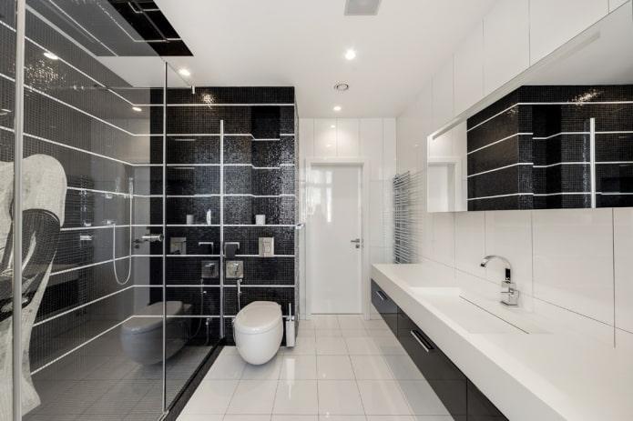 carrelage blanc sur le sol de la salle de bain