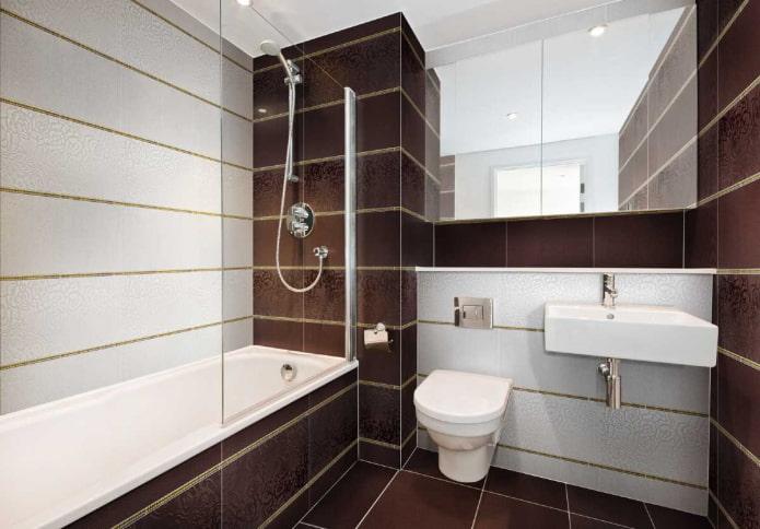 carrelage blanc et marron dans la salle de bain