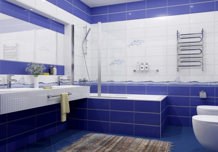 carreaux blancs et bleus à l'intérieur de la salle de bain