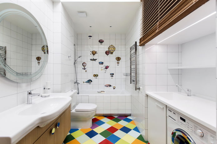 carreaux carrés de couleur blanche à l'intérieur de la salle de bain