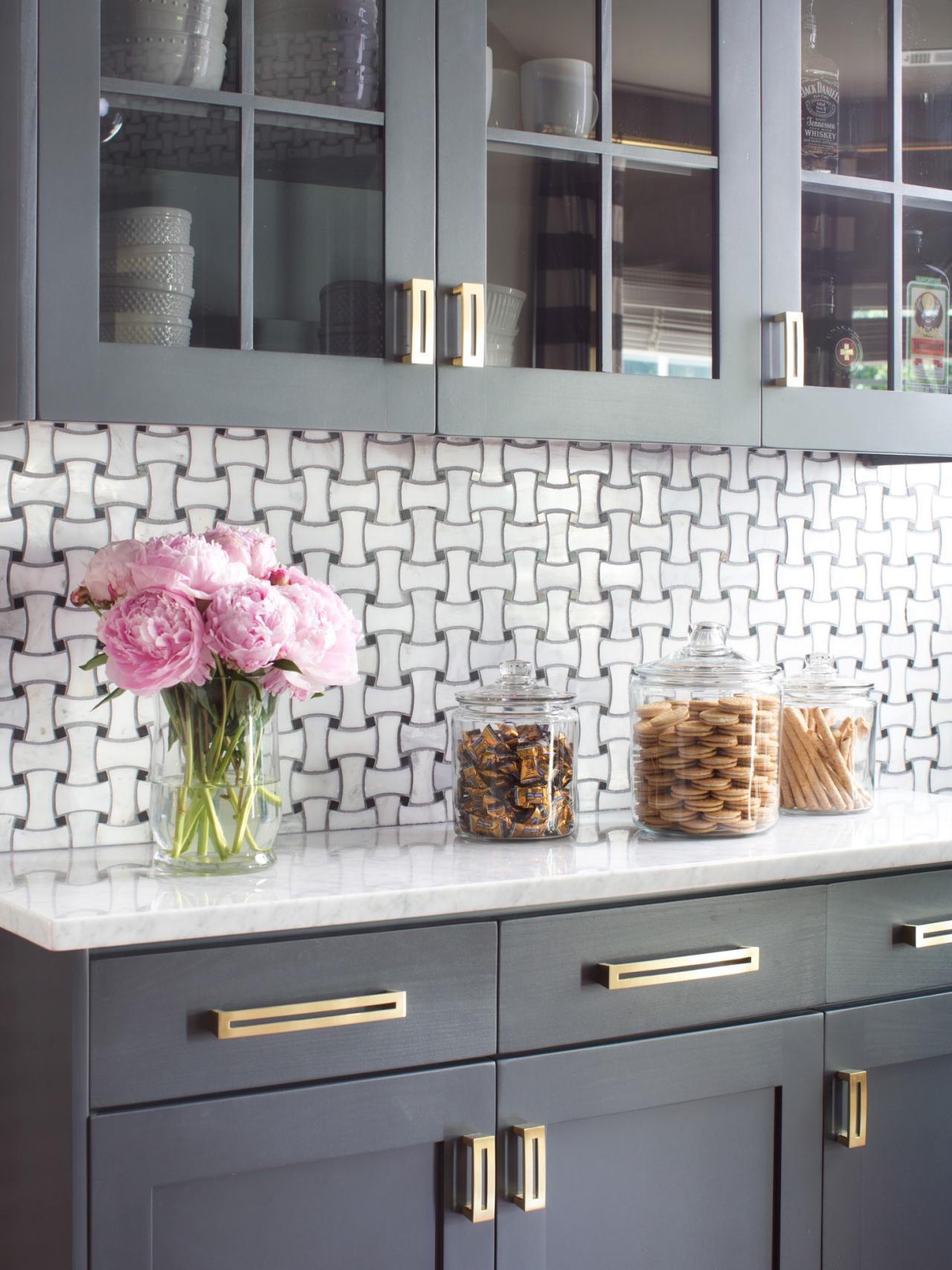 bpf_holiday-house_interior_upgrading_contractor_kitchen_buffet_wall_v-jpg-rend-hgtvcom-1280-1707