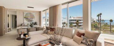 Mobilier de luxe et design d'intérieur dans un penthouse en bord de mer