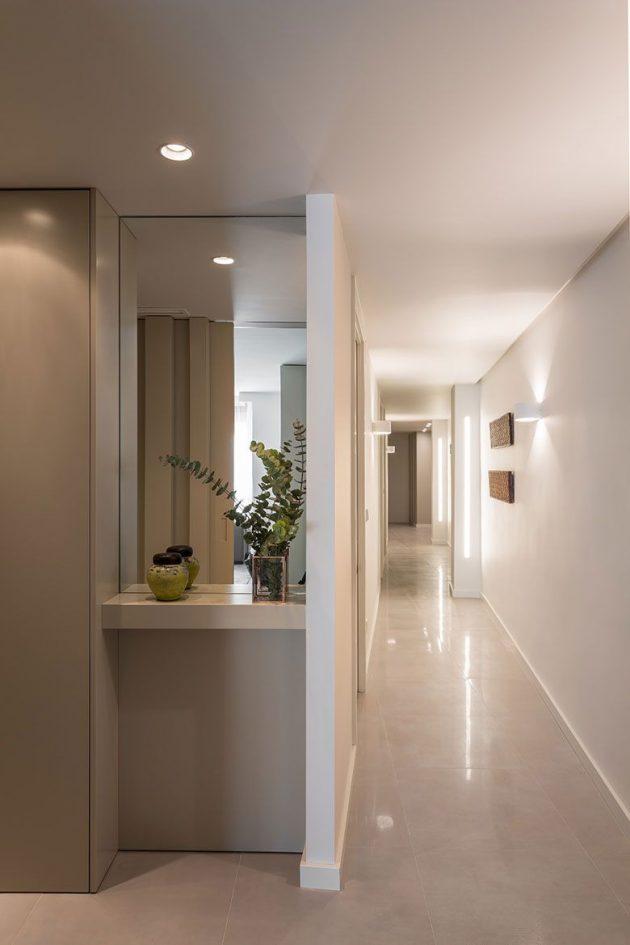 Contrastes chromatiques, lignes simples et modernes caractérisent cette maison